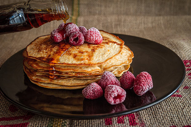 healthy pancakes with fruit